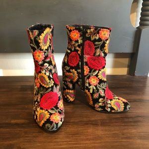 Floral Embroidered Heeled Boots Size 7 With Zipper